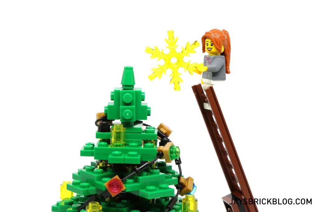 LEGO 10249 Winter Village Toy Shop - Fixing the Star