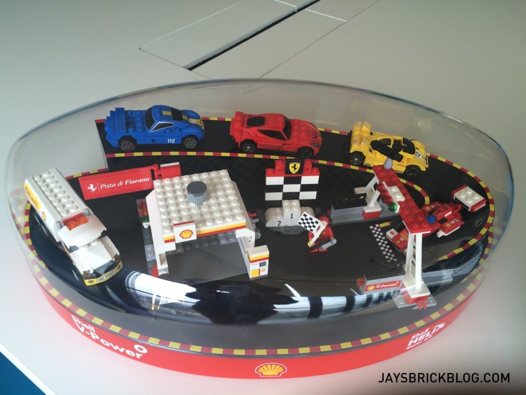 Shell LEGO Ferrari Collector's Case 2015 Alternate View-001