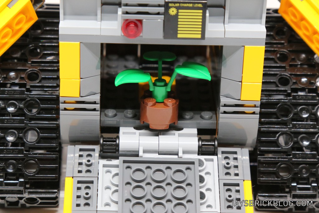 LEGO 21303 Wall-E -Plant in Compartment