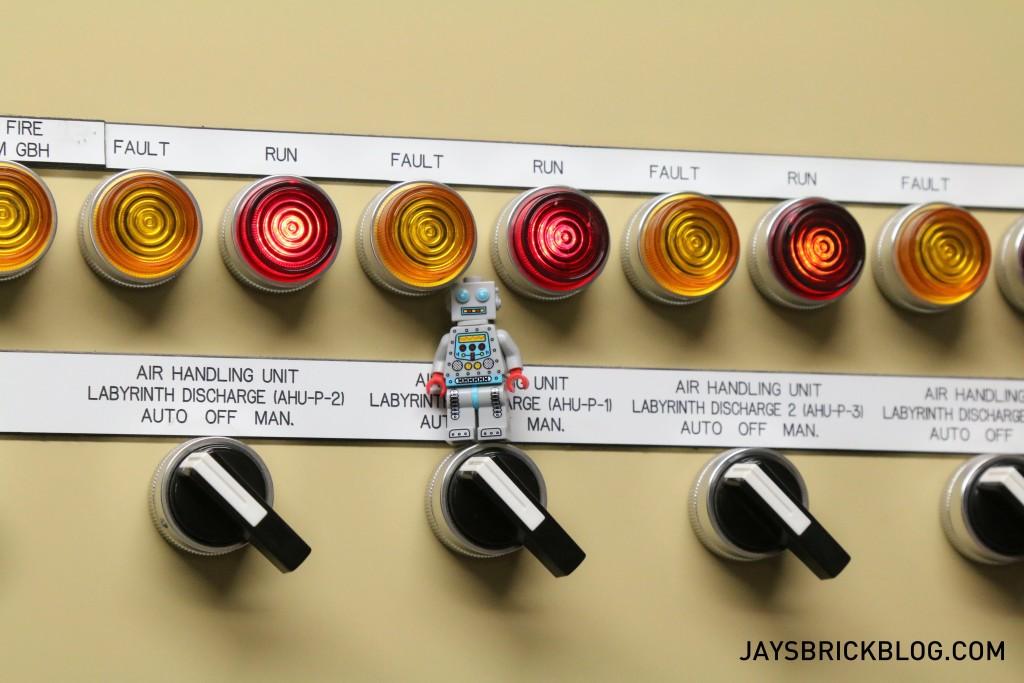 LEGO Brickstameet Fed Square - Robot Minifigure Control Panel