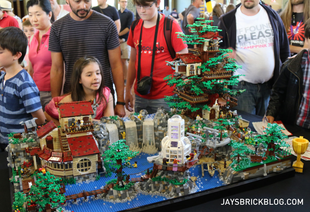 Brickvention 2016 - The Observer Tree by Ben Andrews