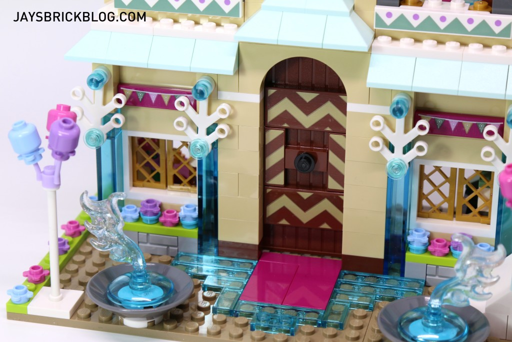 LEGO 41068 Frozen Arendelle Castle Celebration - Entrance