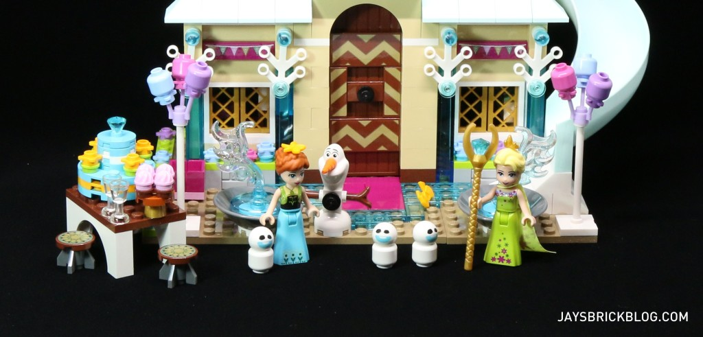 LEGO 41068 Frozen Arendelle Castle Celebration - Party Scene