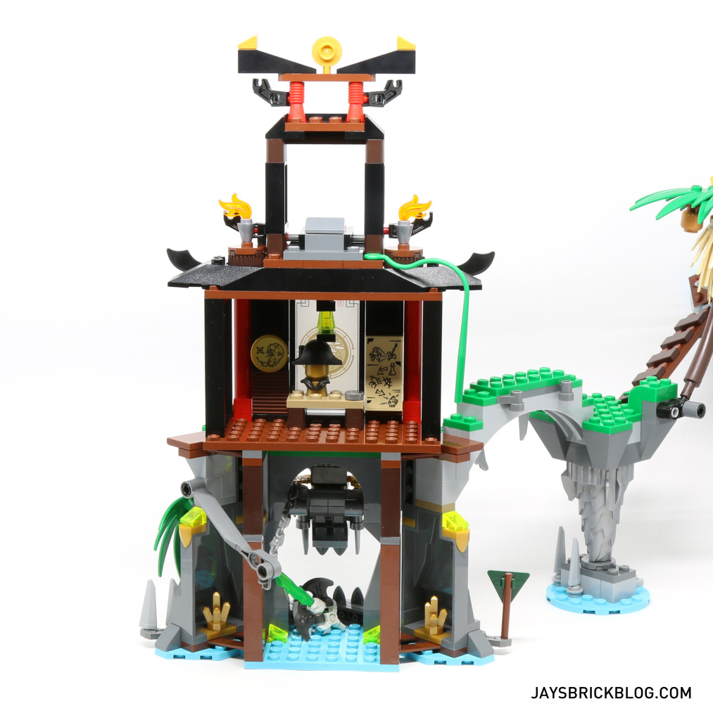LEGO 70604 Tiger Widow Island - Back Structure View