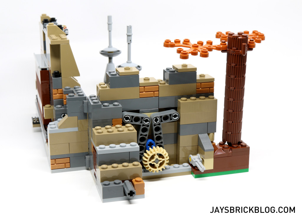 LEGO 75139 Battle on Takodana - Crashing Wall Play Feature