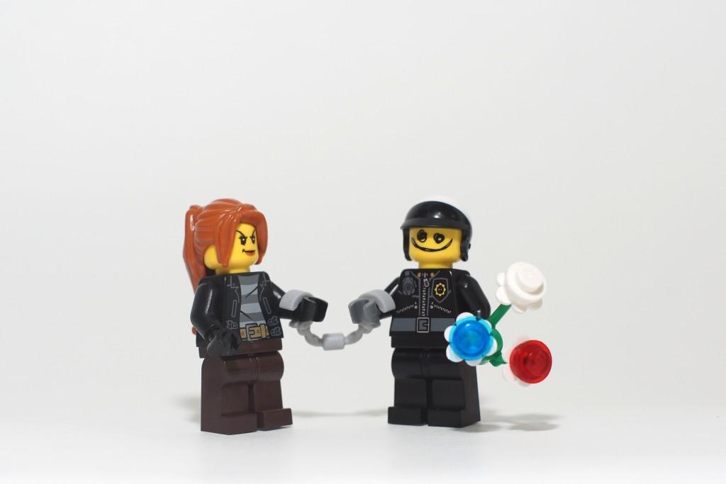 LEGO Valentines Day 2016 - Poor Cop Bit Bamboo