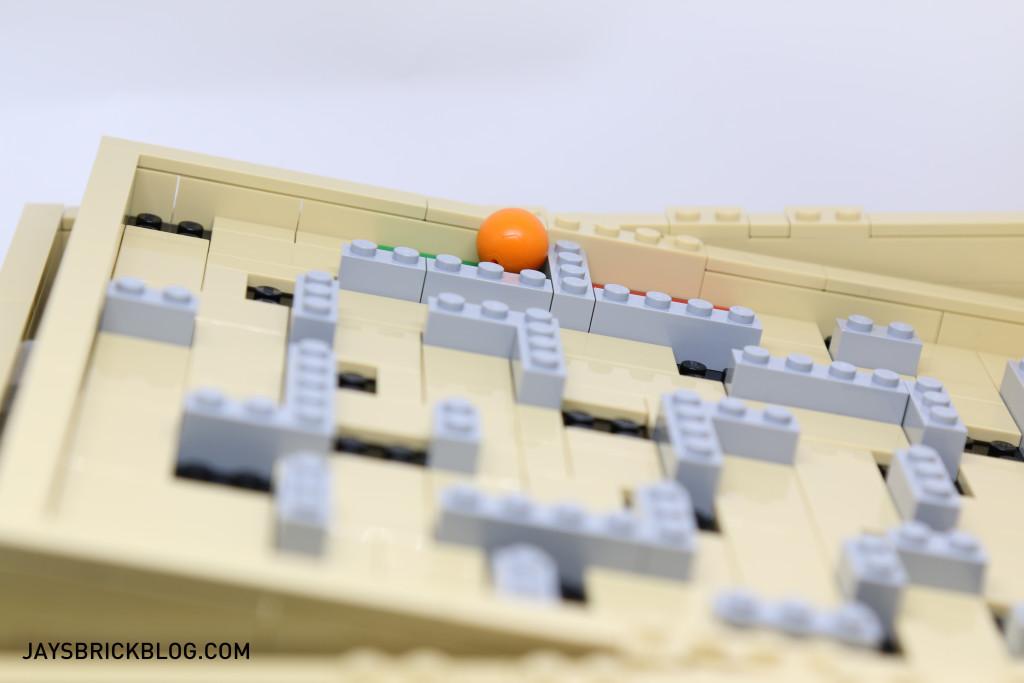 LEGO 21305 Ideas Maze - Ball in tilted Maze