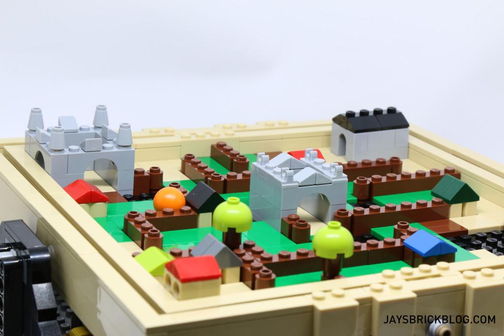 LEGO 21305 Ideas Maze - Micro Medieval Maze