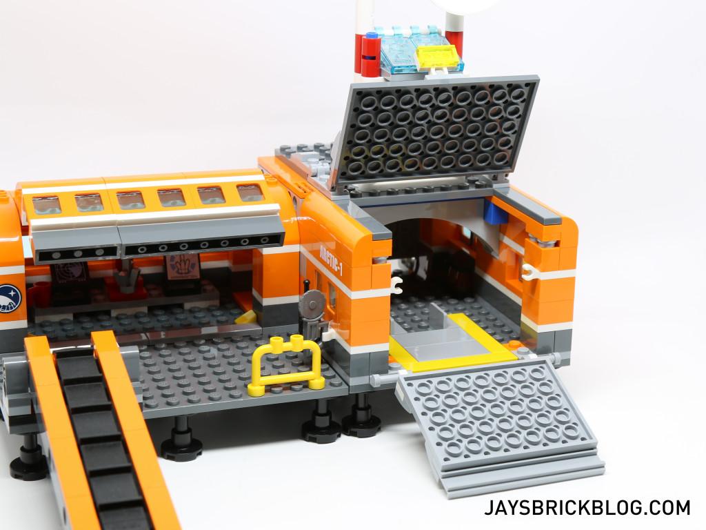 LEGO 60036 Arctic Base Camp - Garage Opening