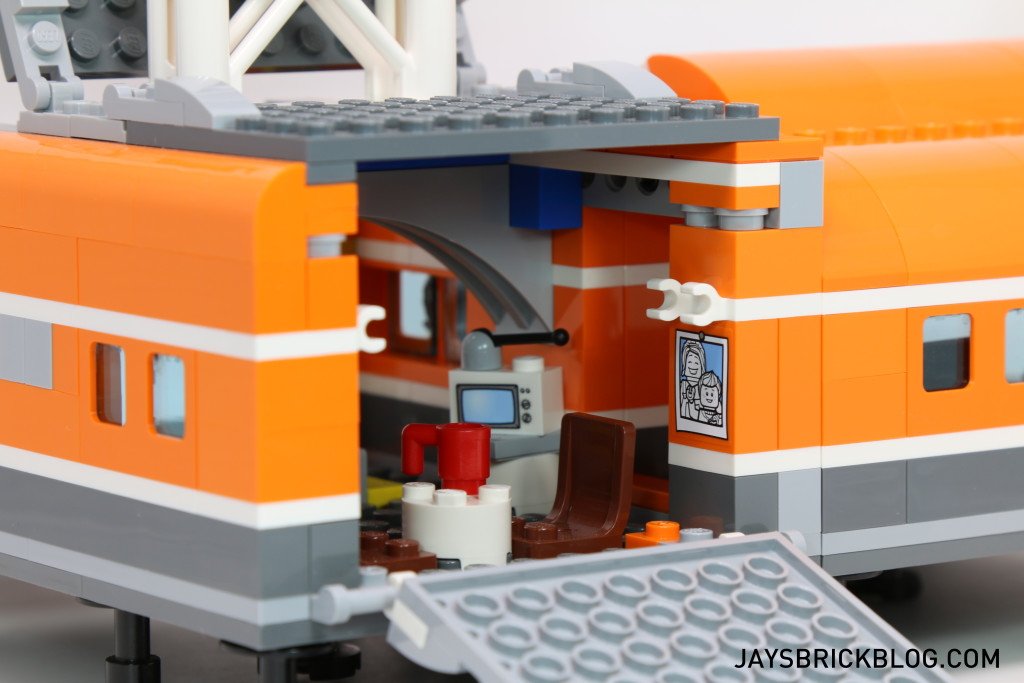 LEGO 60036 Arctic Base Camp - Living Area