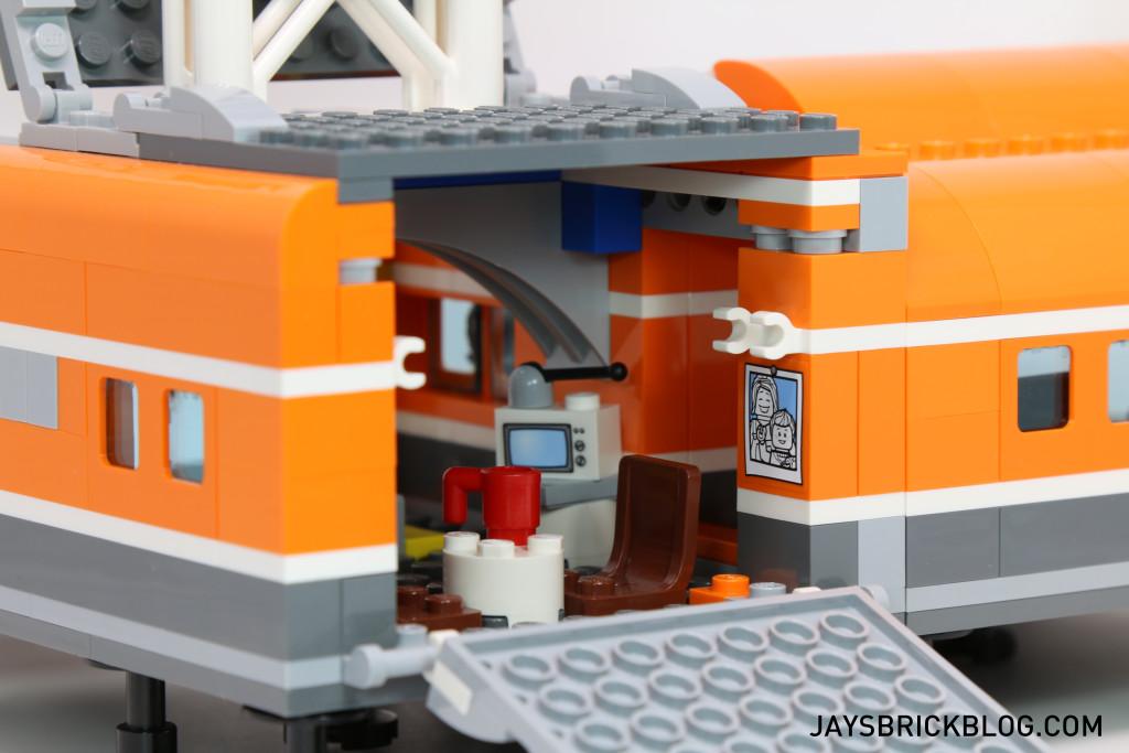 LEGO 60036 Arctic Base Camp - Living Area