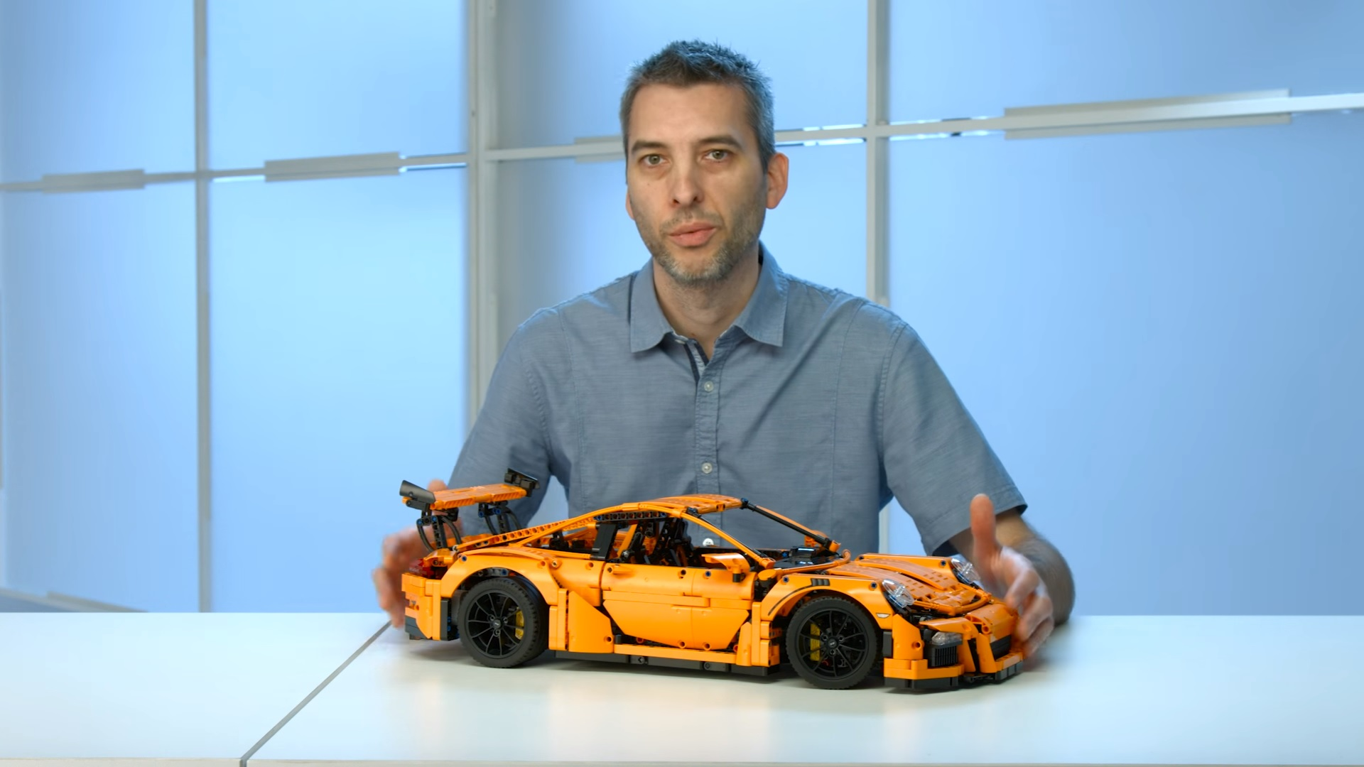 lego unveils the stunning 42056 technic porsche 911 gt3 rs. Black Bedroom Furniture Sets. Home Design Ideas