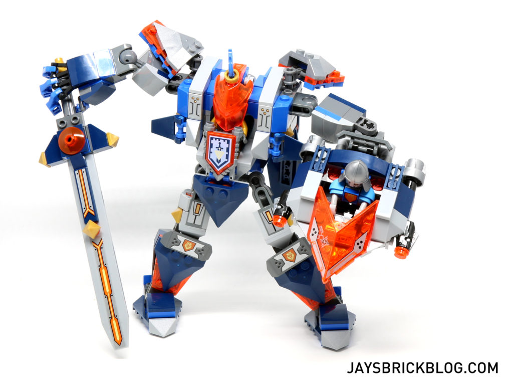 LEGO 70327 The King's Mech - Pose 1