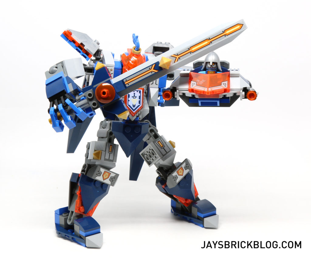 LEGO 70327 The Kings Mech Pose 2