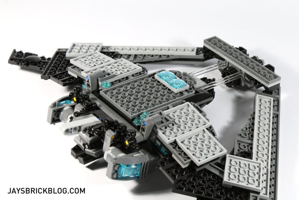 LEGO 76046 Heroes of Justice Sky High Battle - Batwing Underside