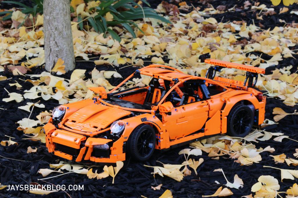 LEGO 42056 Technic Porsche 911 GT3 RS Pose