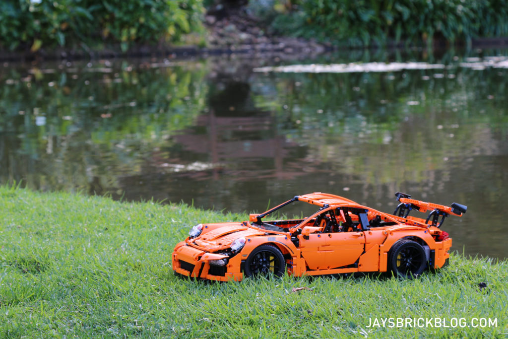 LEGO 42056 Technic Porsche 911 - Lake