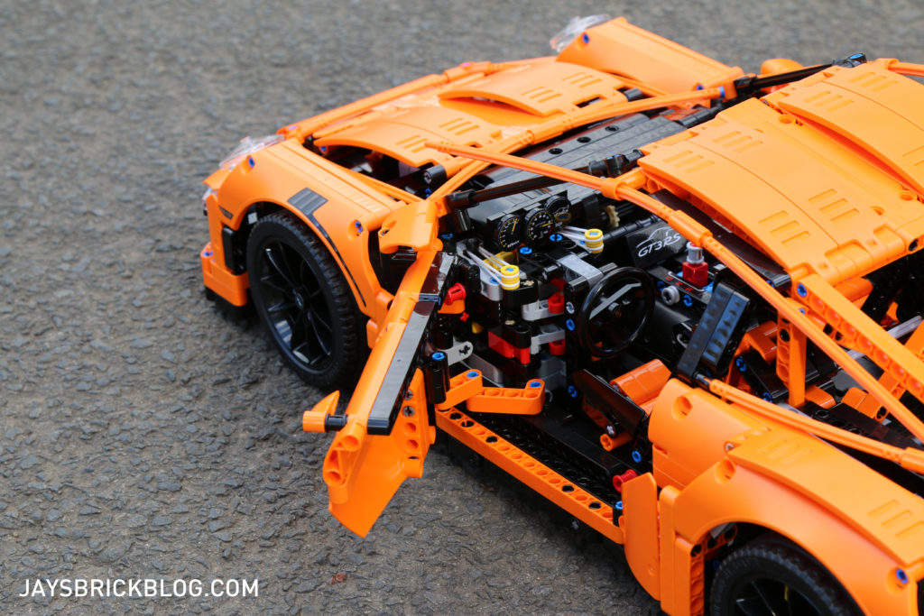 LEGO 42056 Technic Porsche 911 - Open Door