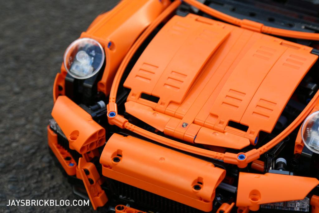 LEGO 42056 Technic Porsche 911 - Porsche Logo