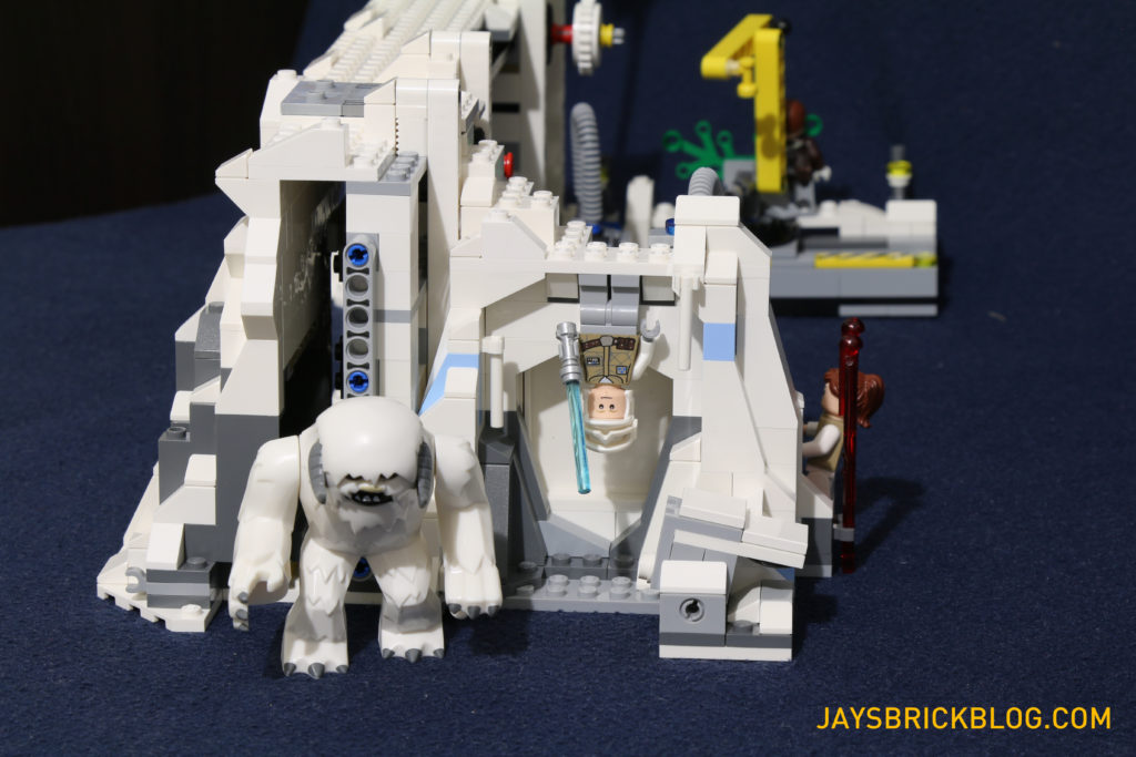 LEGO 75098 Assault on Hoth - Wampa Cave Side
