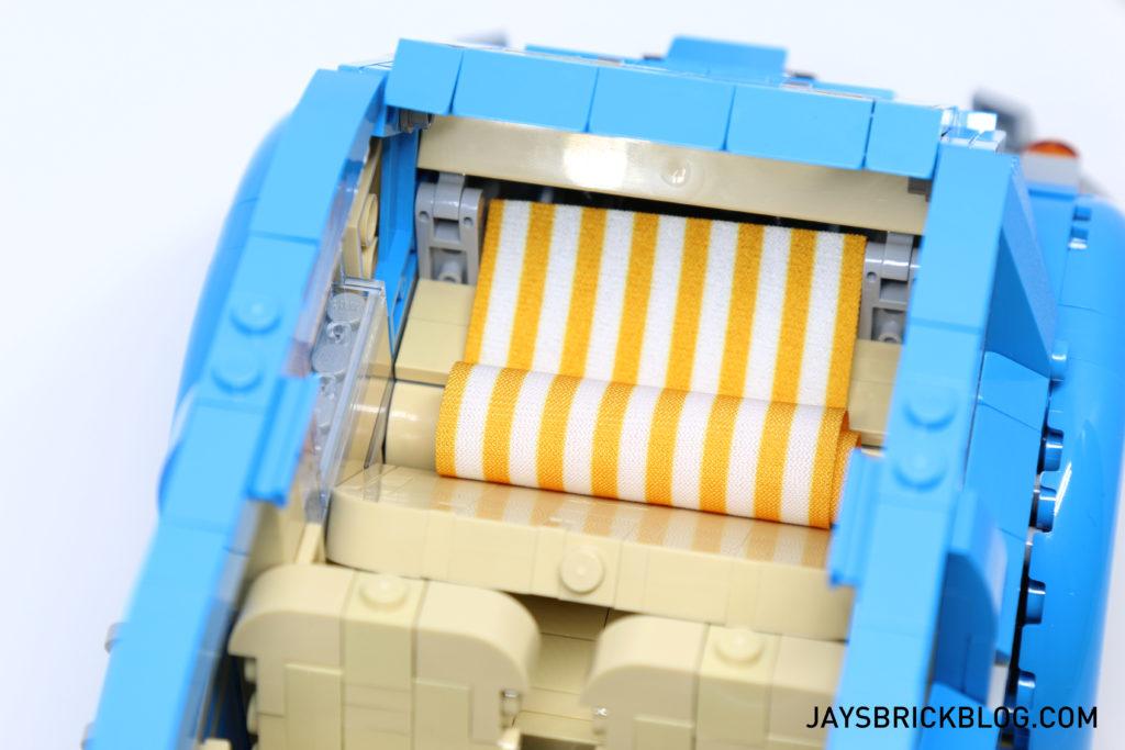 LEGO 10252 Volkswagen Beetle - Beach Towel Back Seet