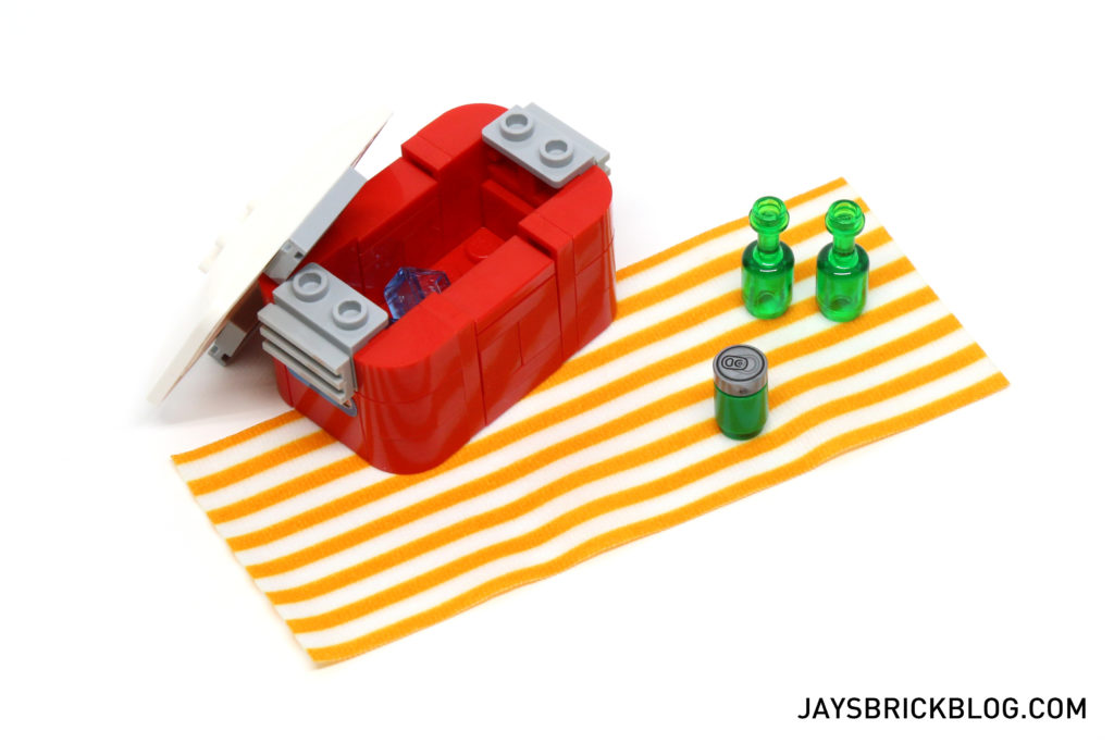 LEGO 10252 Volkswagen Beetle - Picnic Mat and Eski