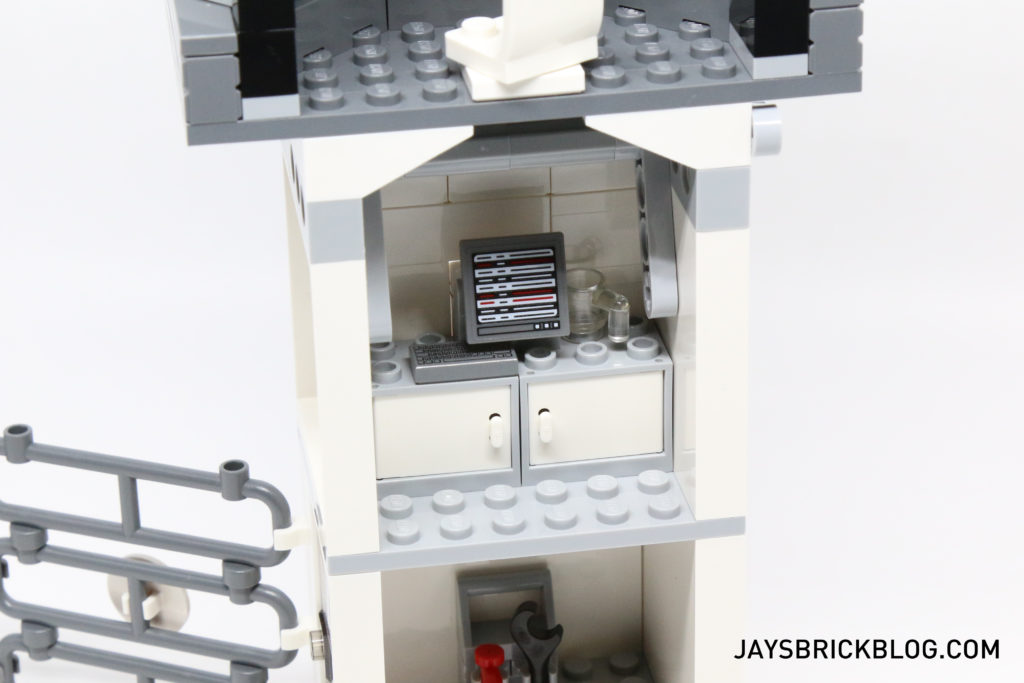 LEGO 76051 Super Hero Airport Battle - Break Room