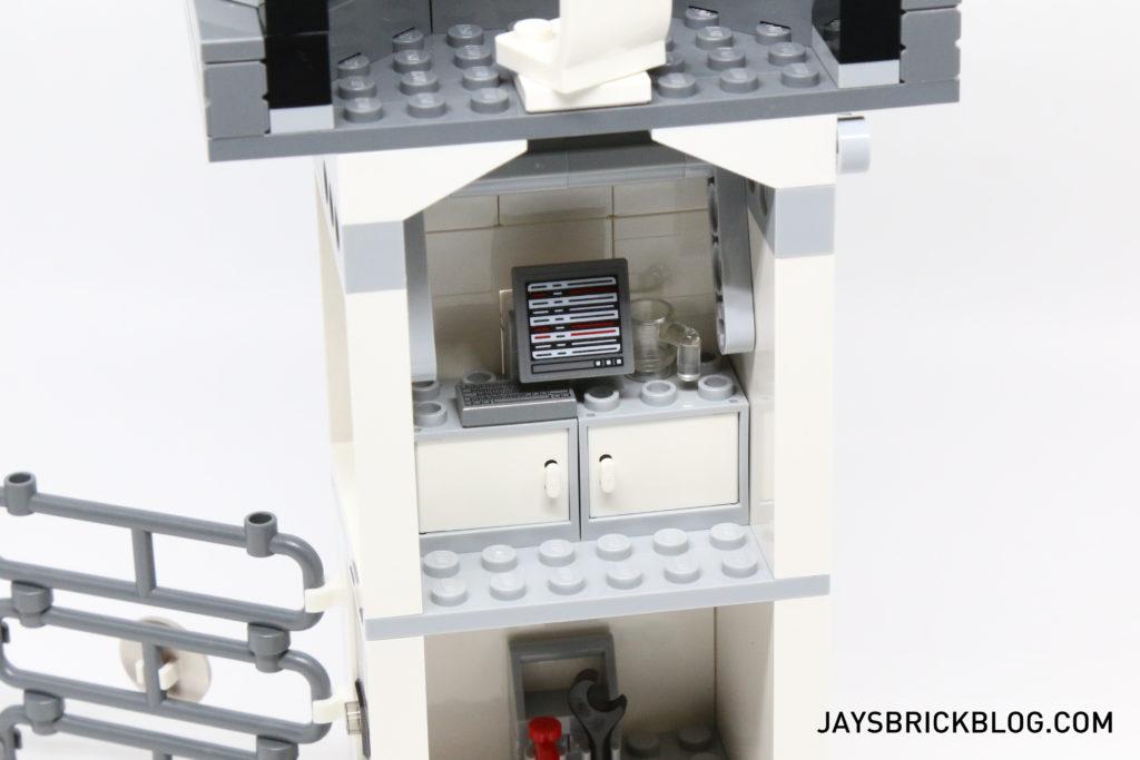 LEGO 76051 Super Hero Airport Battle - Break Room