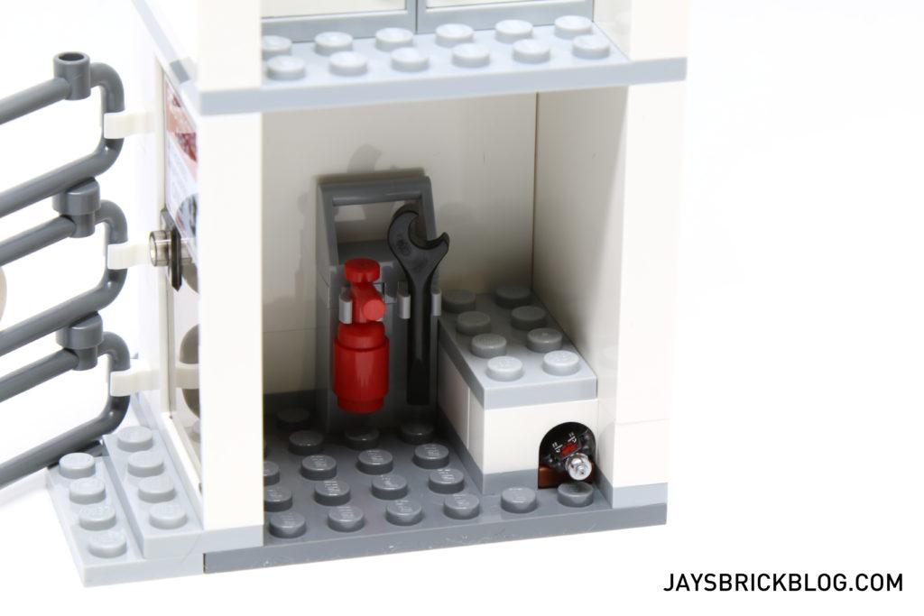 LEGO 76051 Super Hero Airport Battle - Ground Floor