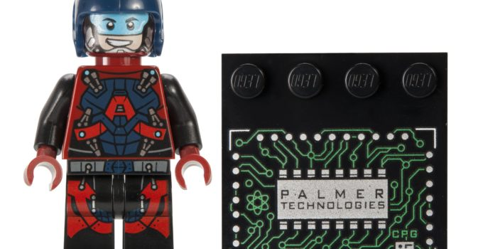 LEGO is running a giveaway for San Diego Comic Con 2016 exclusives on Twitter