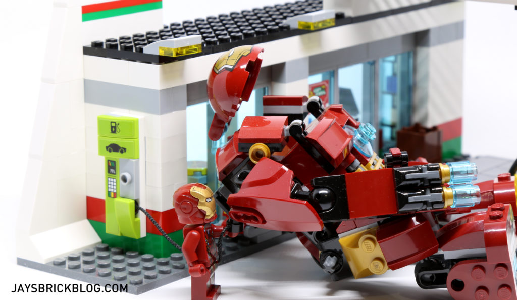 LEGO 60132 Service Station - Charging Hulkbuster Suit