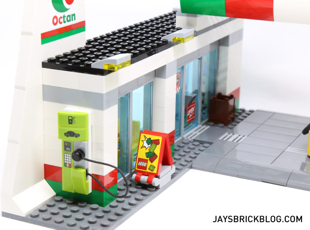 LEGO 60132 Service Station - Electric Vehicle Charge Station