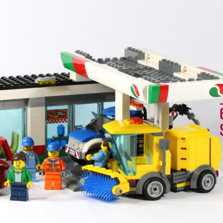 LEGO 60132 Service Station - Feature Photo