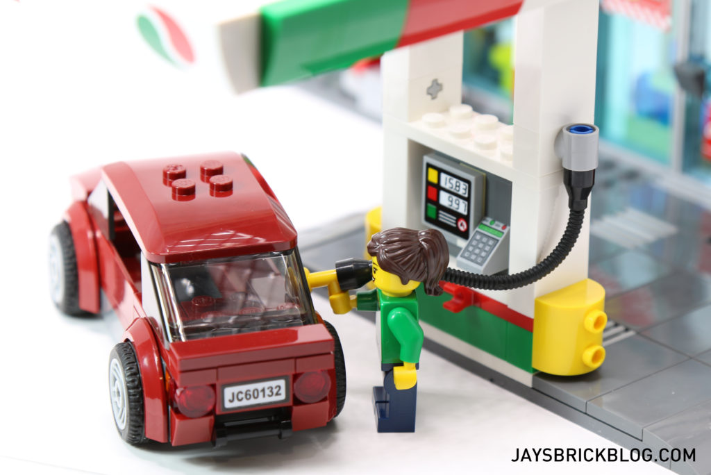 LEGO 60132 Service Station - Filling Up