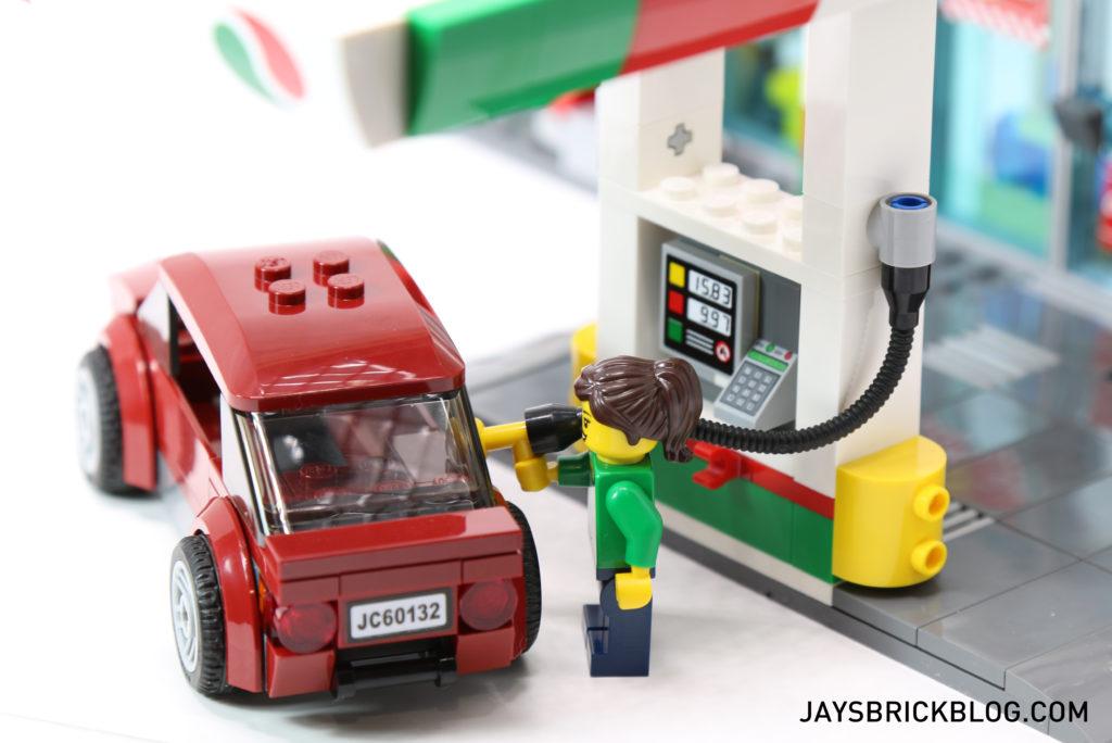 LEGO 60132 Service Station - Filling Up