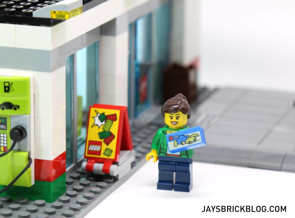 LEGO 60132 Service Station - LEGO Sign and Tile