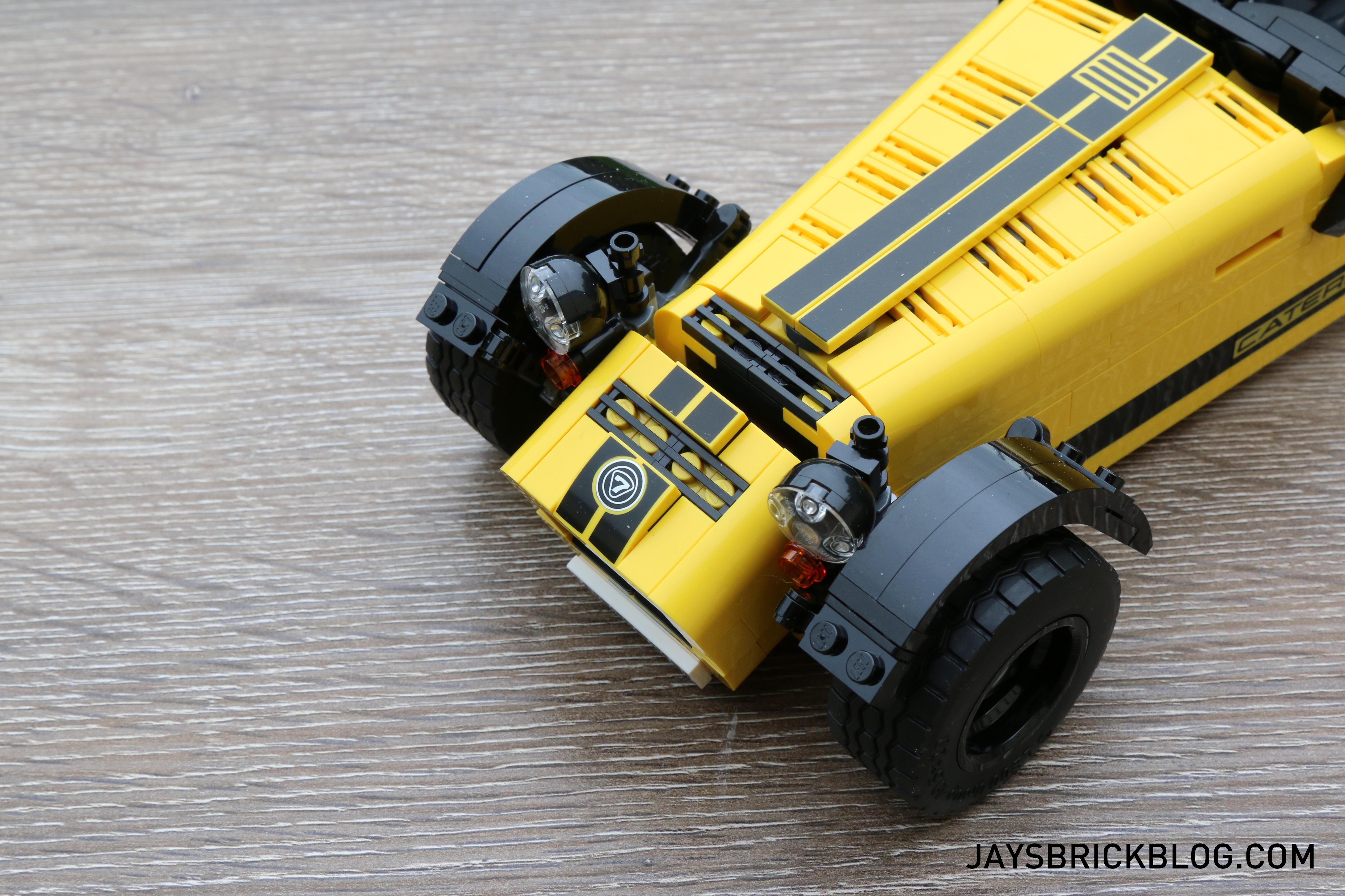 lego-21307-caterham-seven-front