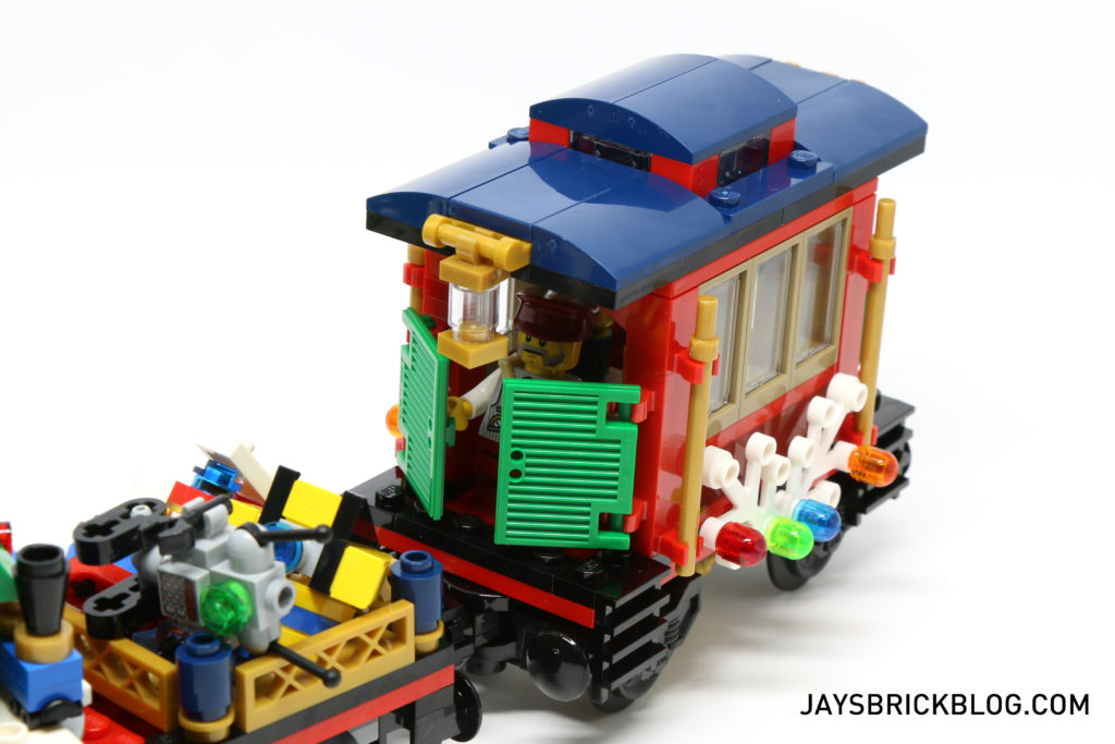 lego-10254-winter-holiday-train-caboose-doors