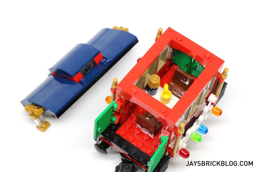 lego-10254-winter-holiday-train-caboose-interior