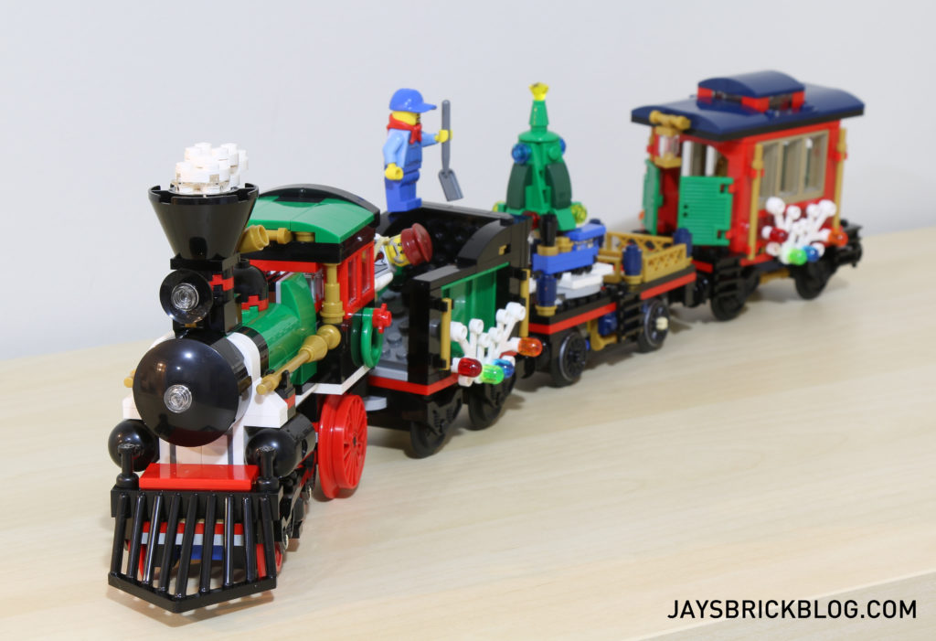 lego-10254-winter-holiday-train-front-view