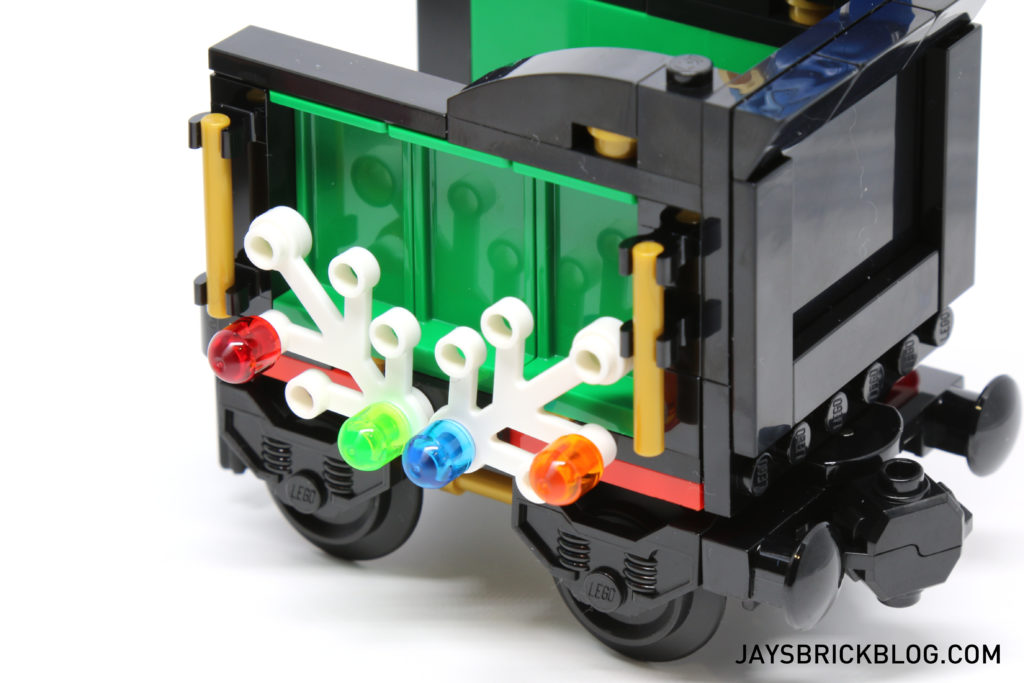 lego-10254-winter-holiday-train-leaves-on-side