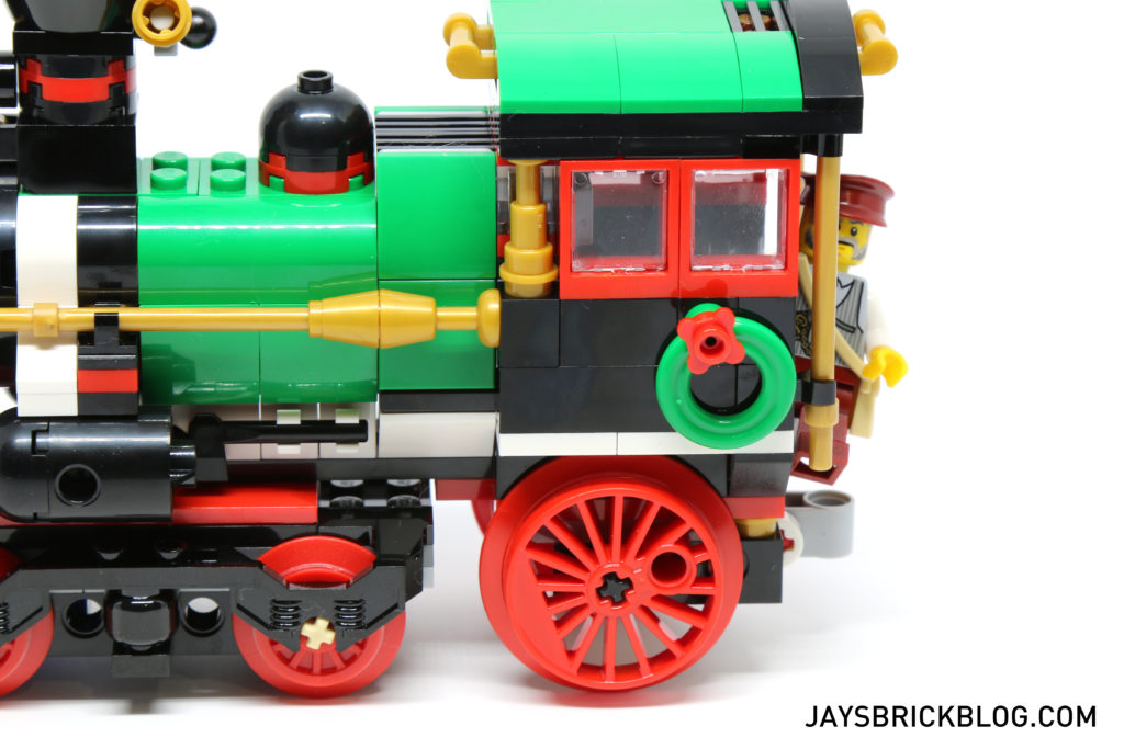 lego-10254-winter-holiday-train-locomotive-festive-details