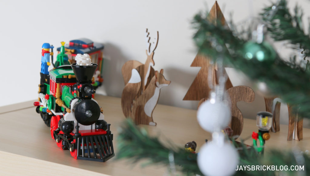lego-10254-winter-holiday-train-shelf