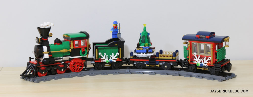 lego-10254-winter-holiday-train-side