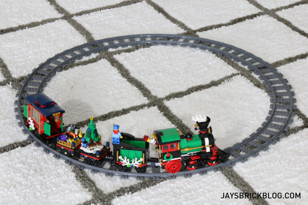 lego-10254-winter-holiday-train-with-track