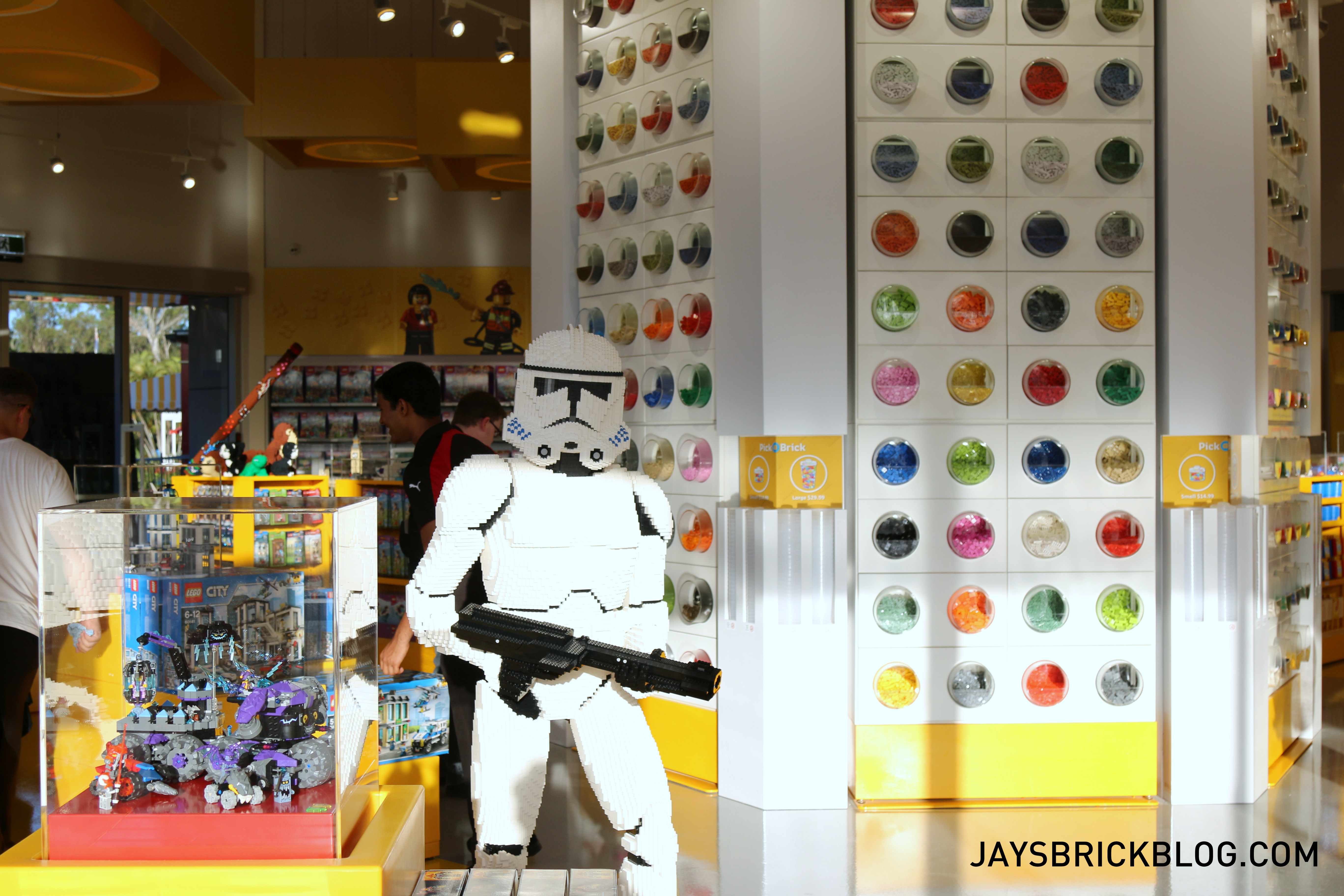 dreamworld lego store preview and opening day promo details. Black Bedroom Furniture Sets. Home Design Ideas