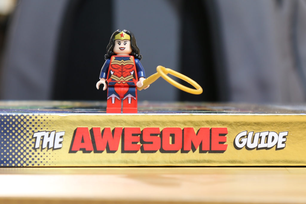 Review: DK LEGO DC Super Heroes The Awesome Guide (+ exclusive Wonder Woman Minifigure)