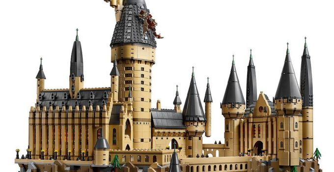 Spellbound by the massive LEGO 71043 Hogwarts Castle set – the second biggest set ever produced!