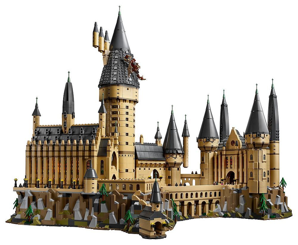 Spellbound by the massive LEGO 71043 Hogwarts Castle set – the second biggest set ever produced!