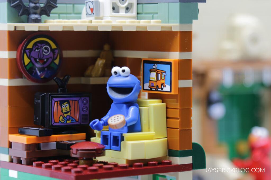 LEGO Sesame Street Cookie Monster Apartment